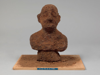Dieter Roth, P.O.TH.A.A.VFB (Portrait of the artist as a Vogelfutterbüste [Birdseed Bust]) (1968), multiple of chocolate and birdseed, overall 21 x 14 x 12 cm. Edition of 30. Fabricated by Rudolf Rieser, Cologne. Published by Hake Verlag, Cologne. The Museum of Modern Art, New York. Sue and Edgar Wachenheim III Endowment Fund and acquired through the generosity of Peter H. Friedland. Photo: John Wronn. ©2013 Estate of Dieter Roth.